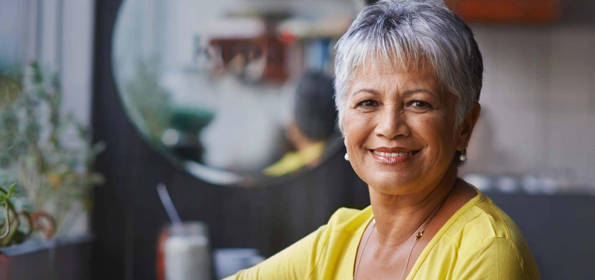 Vrouw tevreden na haartransplantatie