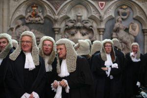 Engelse rechters met pruiken